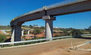 Ponte em alça com 250 metros de extensão
